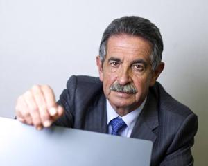 El expresidente de Cantabria publica «La jungla de los listos»