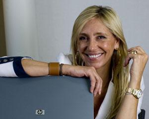 La periodista es premio Fernando Lara 2013 con la novela «Luisa y los espejos»