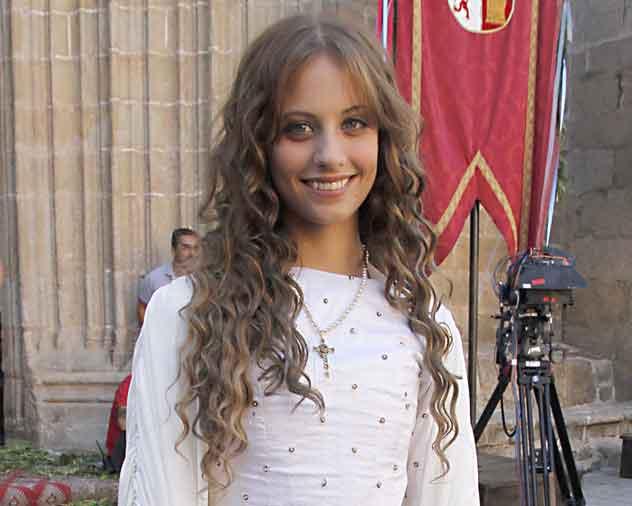 Protagoniza la exitosa serie «Isabel»